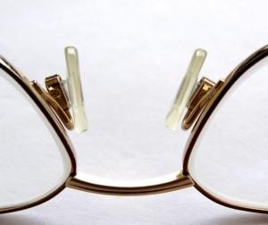 メガネで鼻に跡がつく対策は?消すには?跡がつかないためには?