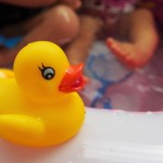 赤ちゃんビニールプールはいつから?水温と時間はどのくらい?
