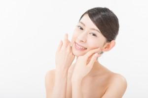 顔に小さいぶつぶつ肌色のものができた!化粧品や栄養な何が良い?